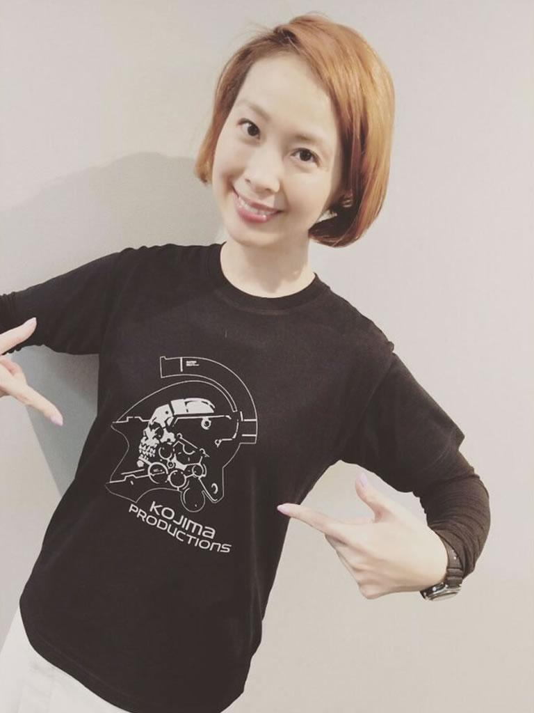 Ayako Terashima en t-shirt Kojima Productions