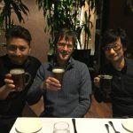 « Récupération - avec une bière locale - après une présentation PowerPoint de 276 diapos (!). Merci Sony Bend... » - Mark Cerny