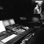 « Hideo Kojima devant une présentation de SCEA Music Team. » - Ayako Terashima