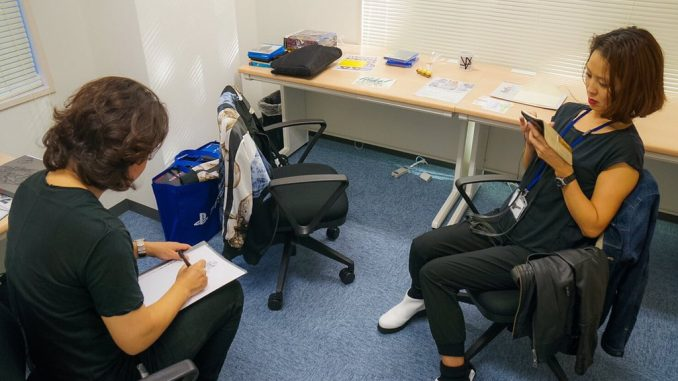 Yoji Shinkawa et Ayako Terashima dans le premier bureau de Kojima Productions, en décembre 2015
