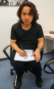 Yoji Shinkawa dans le premier bureau de Kojima Productions, en décembre 2015