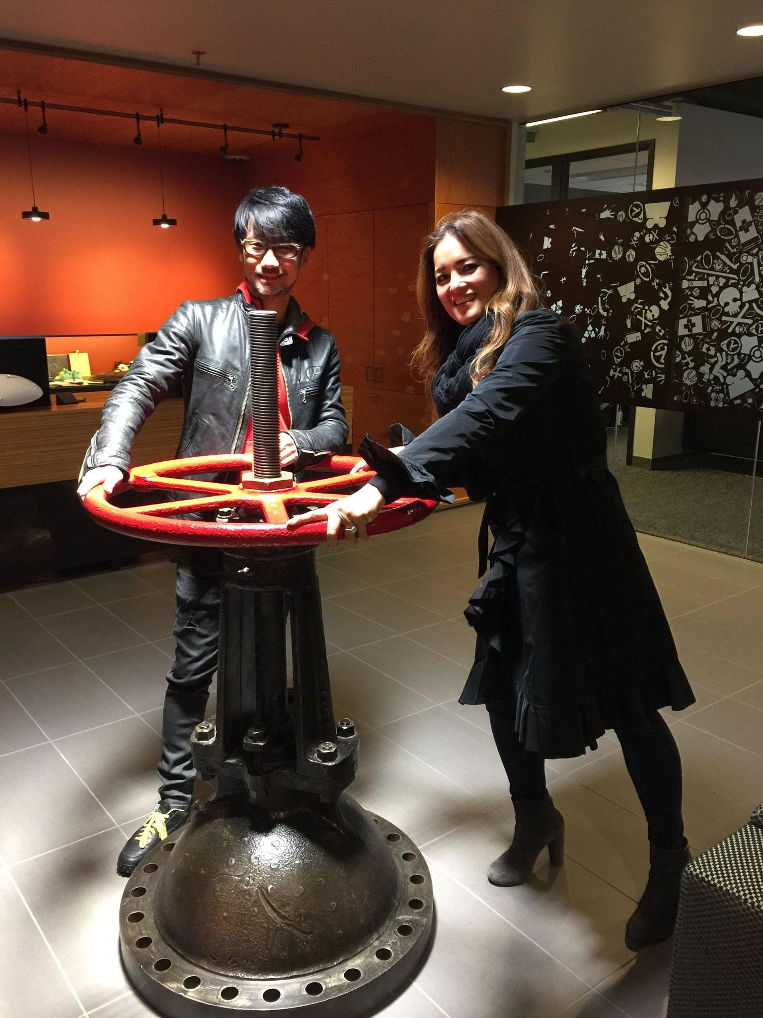 « Quel grand plaisir d'être en compagnie de Hideo Kojima à Seattle aujourd'hui. Prochain arrêt : Valve ! » – Prologue Immersive, le 18 octobre 2016