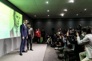 Nicolas Winding Refn et Hideo Kojima à l'Apple Store de Ginza, le 17 novembre 2016