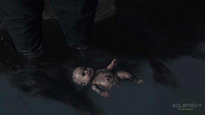 La poupée est entraînée par un cordon noir.
