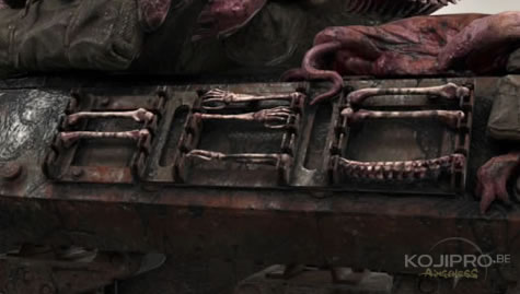 Une colonne vertébrale et des os humains garnissent les supports sur le côté du char