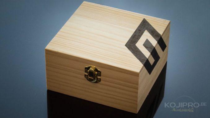 Cette boîte a été offerte à Kojima Productions par Guerrilla Games.