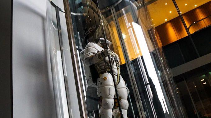 Statuette de Ludens au rez-de-chaussée de Kojima Productions, le 26 avril 2017