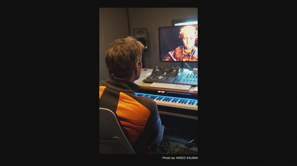 Mads Mikkelsen chez Kojima Productions, visionnant le trailer des Game Awards 2016 - Janvier 2017