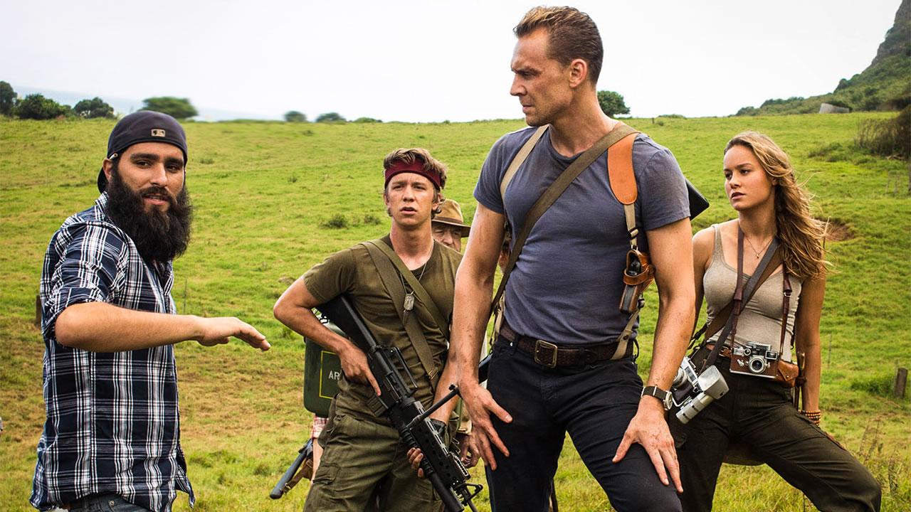 Jordan Vogt-Roberts, Thomas Mann, John Goodman, Tom Hiddleston et Brie Larson lors du tournage de Kong : Skull Island (2017)