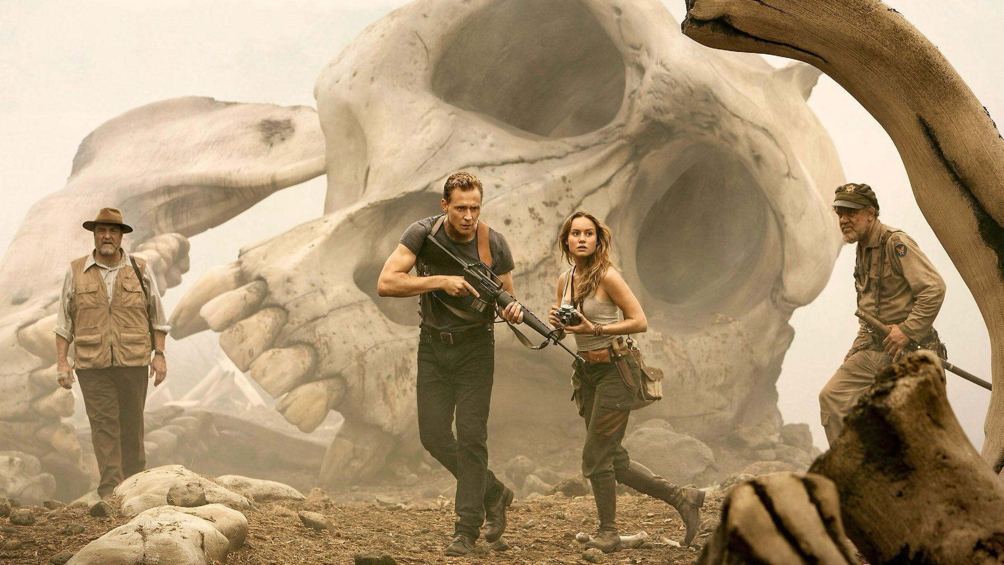 John Goodman, Tom Hiddleston, Brie Larson et John C. Reilly dans Kong : Skull Island (2017)