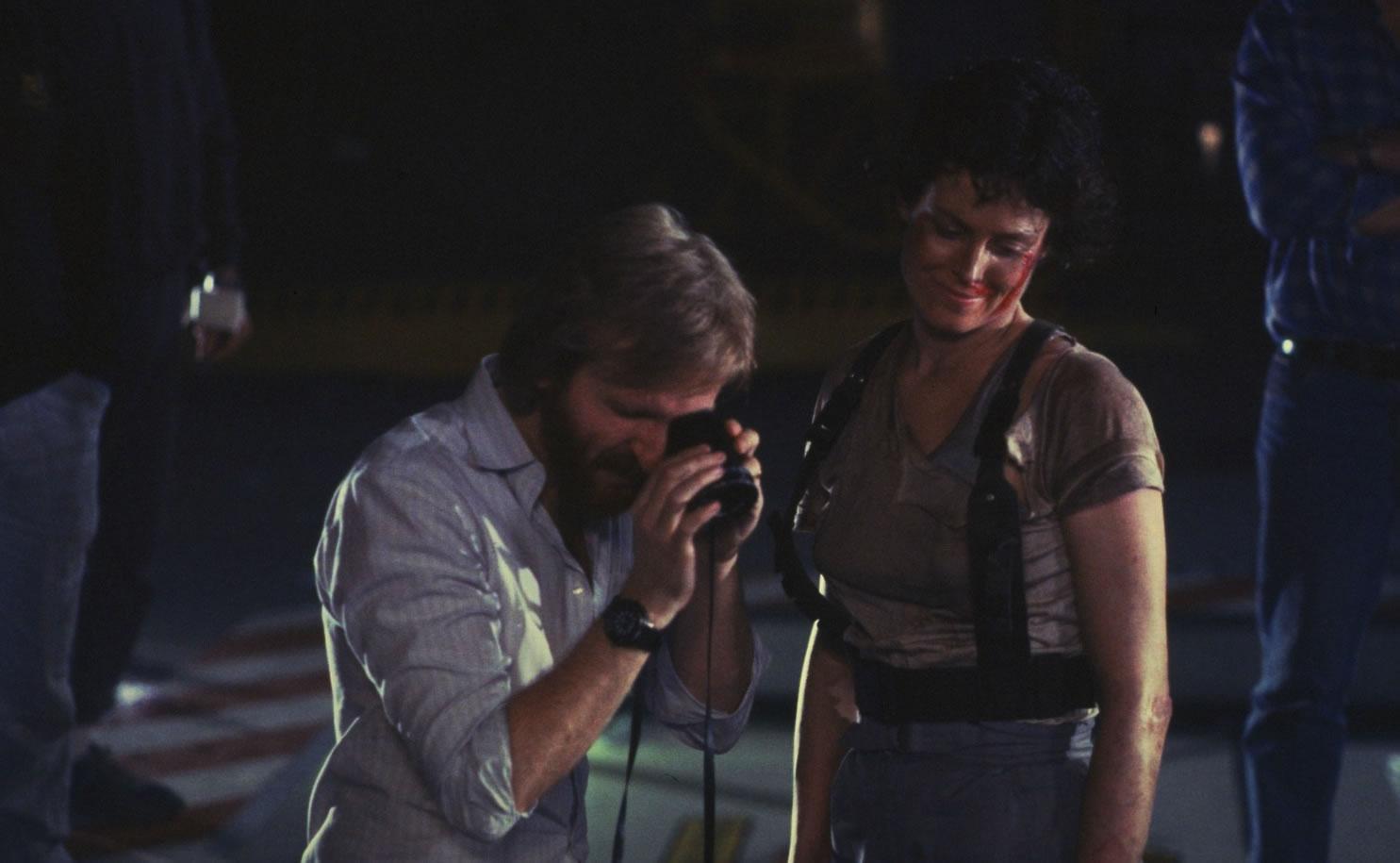 James Cameron et Sigourney Weaver lors du tournage de Aliens (1986)