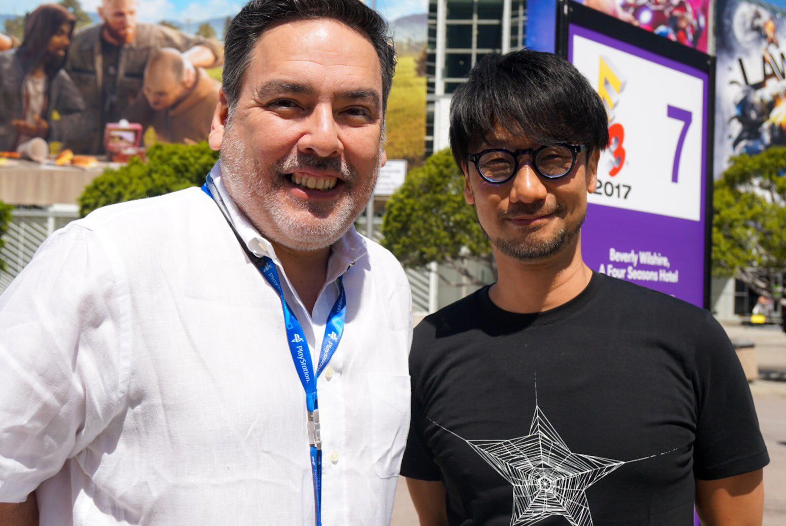 Shawn Layden et Hideo Kojima devant le Convention Center de Los Angeles, le 12 juin 2017