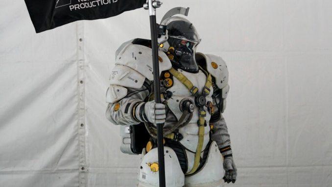 LA statuette de Ludens de Kojima Productions au PlayStation Gear Store à l'E3 2017, le 12 juin 2017