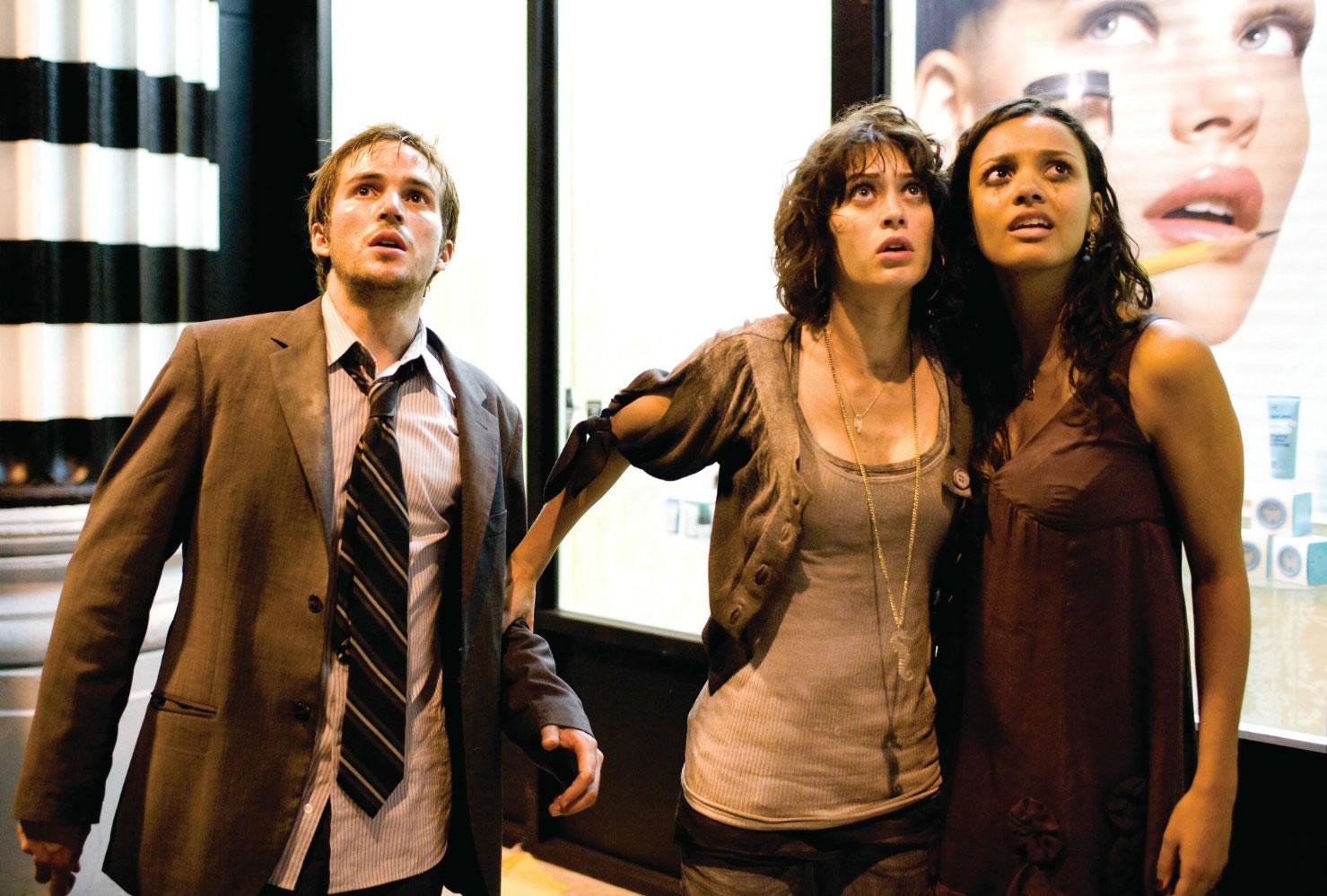Michael Stahl-David, Lizzy Caplan et Jessica Lucas dans Cloverfield de Matt Reeves (2008)
