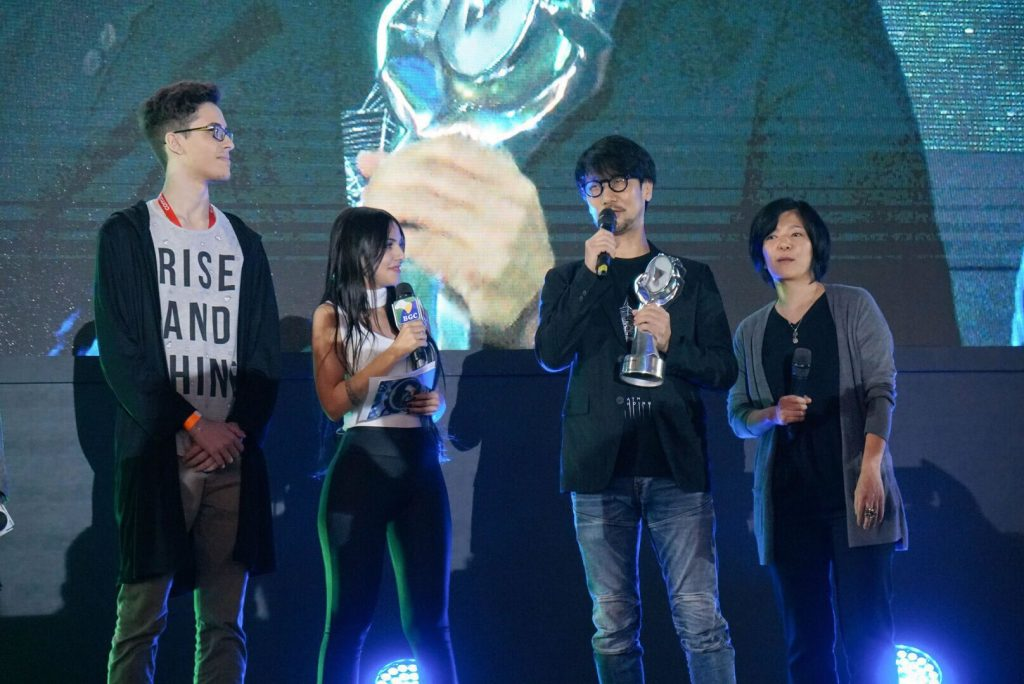 Hideo Kojima est récompensé par un Lifetime Achievement Award au Brasil Game Show, le 12 octobre 2017