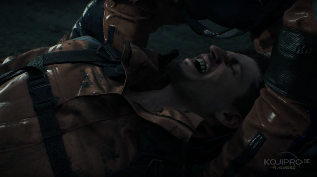 Le blessé souffre terriblement.