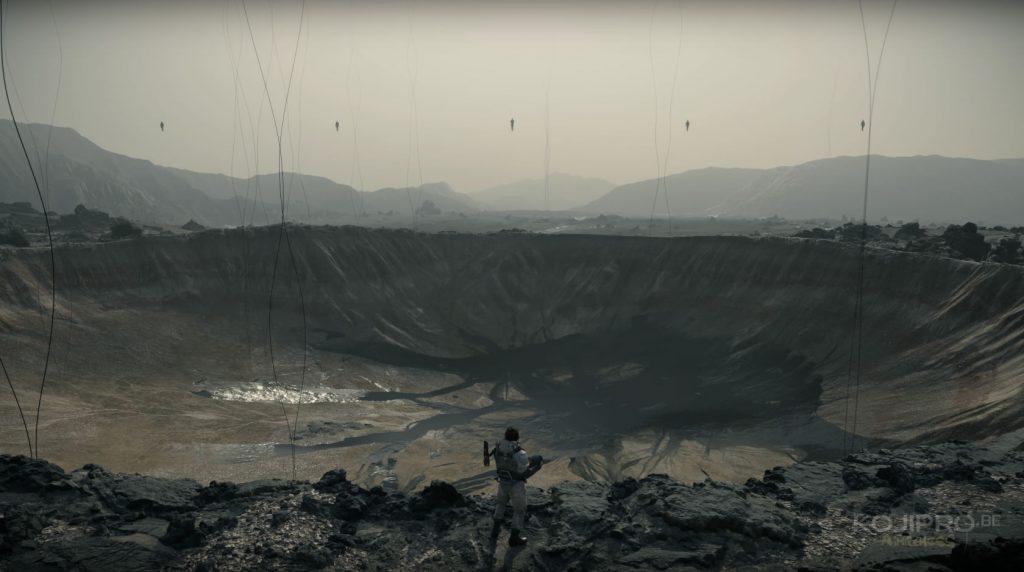 Un gigantesque cratère défigure le paysage désertique.