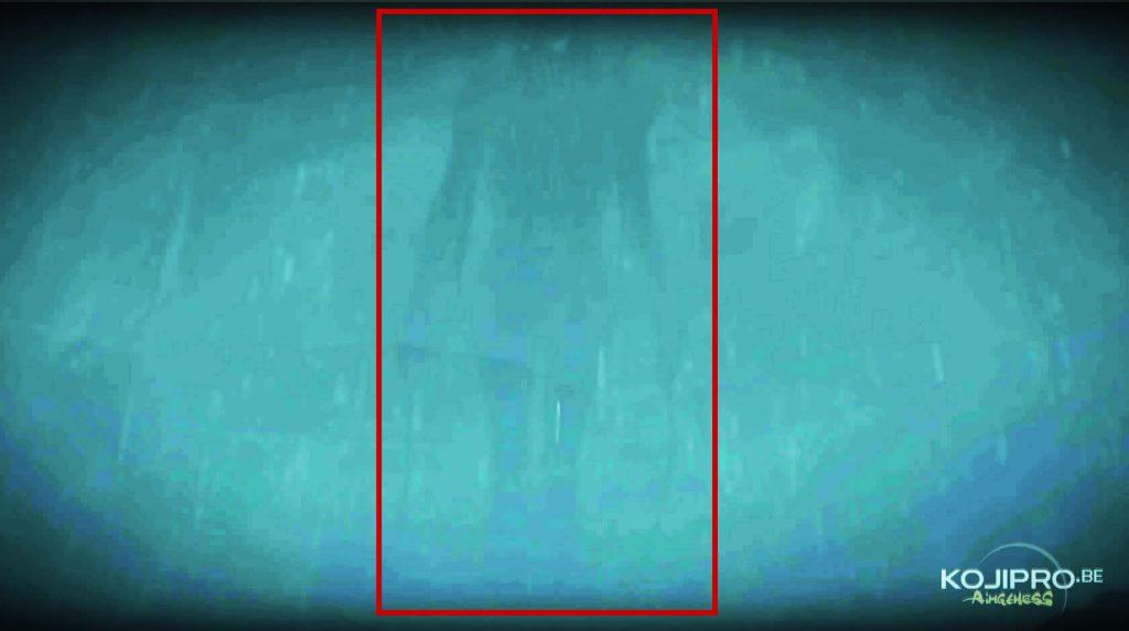 La première silhouette volante apparaît devant Sam.
