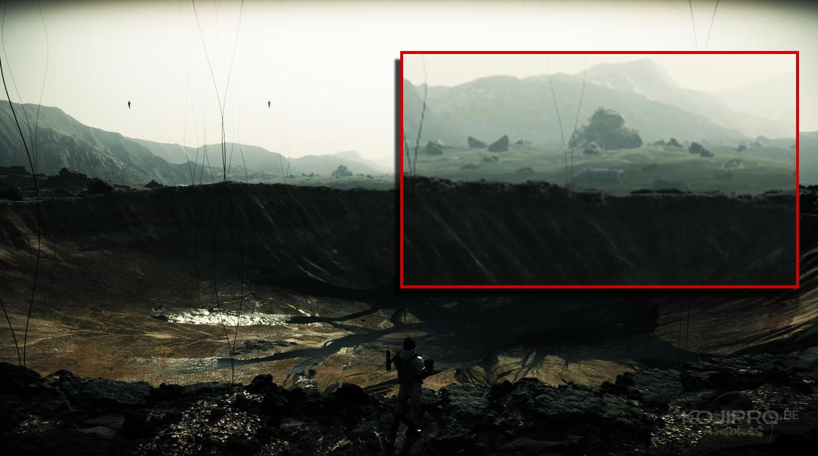 Au bord du cratère, on aperçoit une masse rectangulaire qui paraît artificielle.