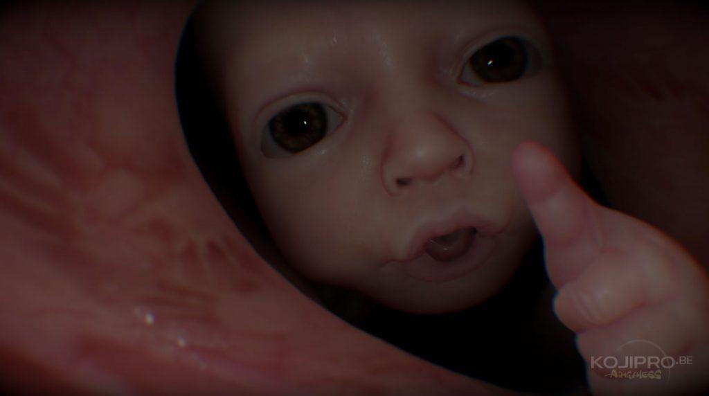 À l'instar du « troisième homme », le bébé lève le pouce.