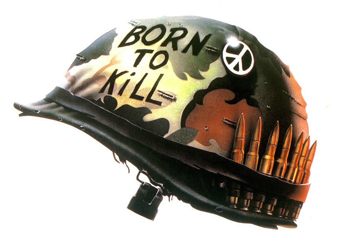 "Le paradoxe du casque de Joker dans Full Metal Jacket qui arbore à la fois l'inscription ""Born to Kill"" et le sigle de la paix"