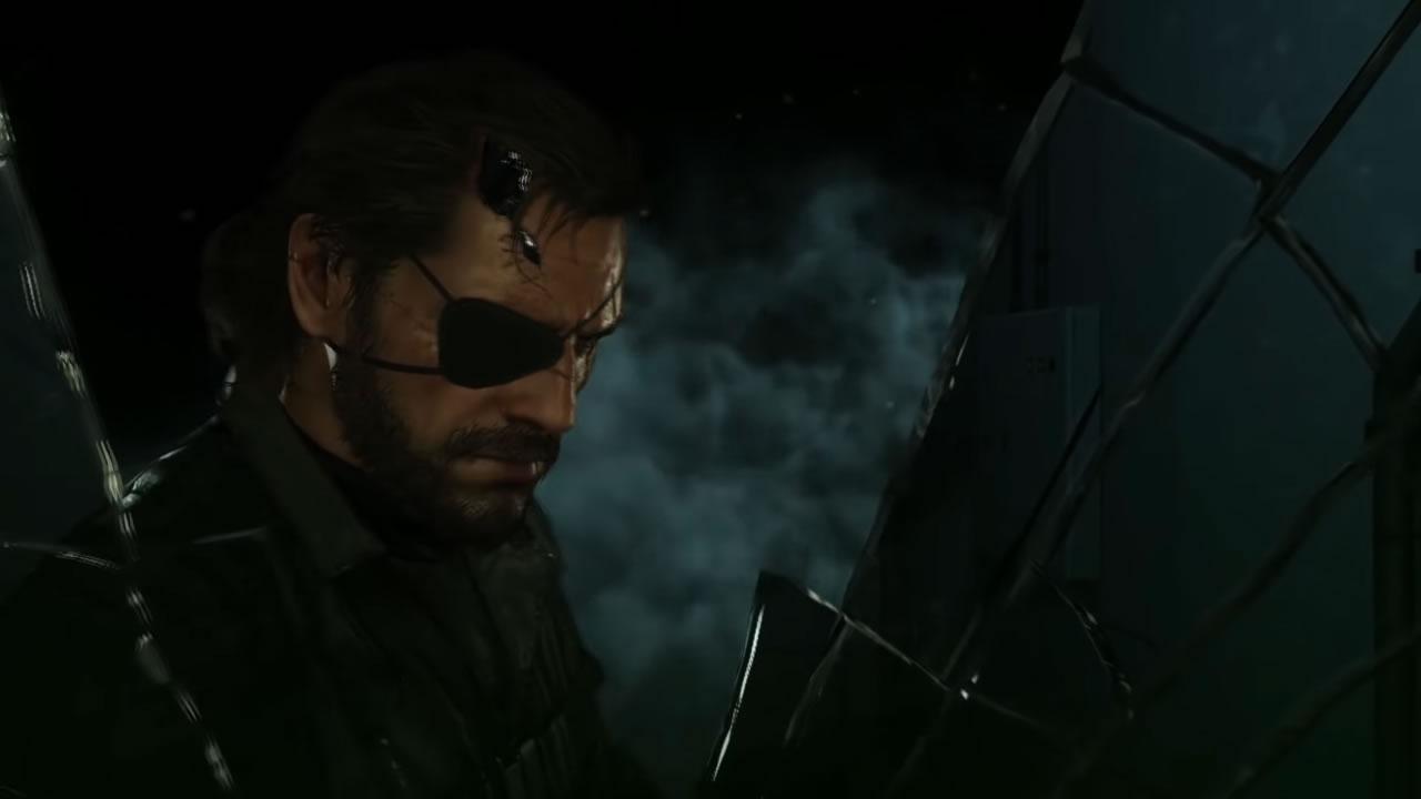 Venom Snake s'engouffrant vers un énième tour à Outer Heaven dans Metal Gear Solid V : The Phantom Pain (2015)