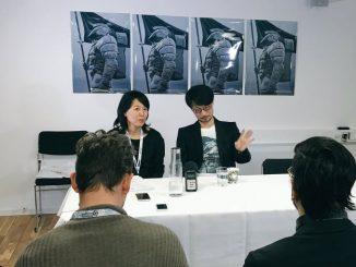 Hideo Kojima et sa traductrice, Hiromi Blomberg, le 19 mai 2016