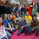 « Avec l'équipe de Media Molecule. J'ai collaboré avec elle sur LittleBigPlanet mais c'est la première fois que je visite ce studio unique et incroyable. » - Hideo Kojima