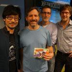 « En compagnie des fondateurs de Sucker Punch, Brian-san et Chris-san, avec Mark-san. » - Hideo Kojima