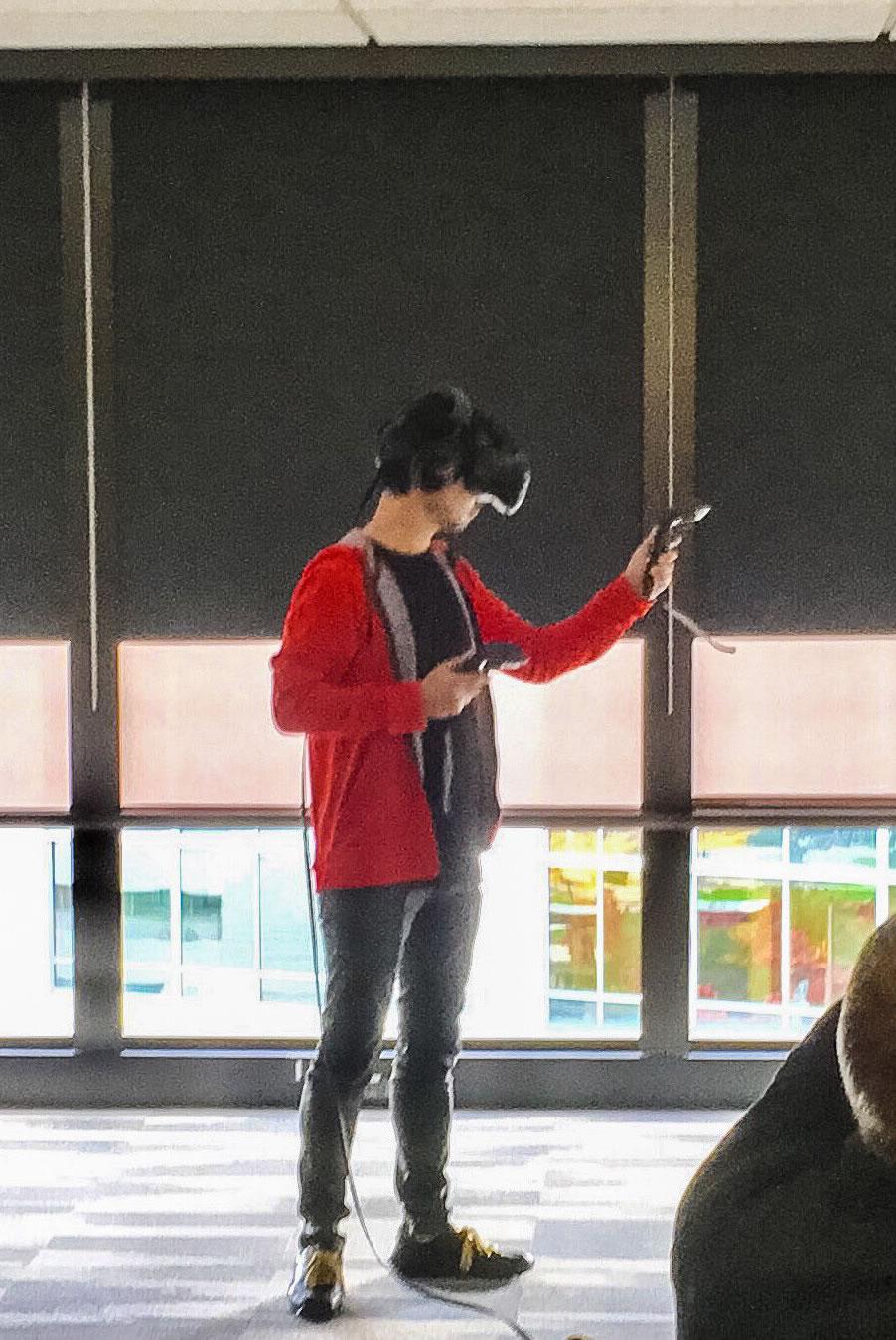 « Hier, j'ai fais l'expérience de la véritable Réalité Virtuelle et du barbecue américain traditionnel. » – Hideo Kojima, le 19 octobre 2016
