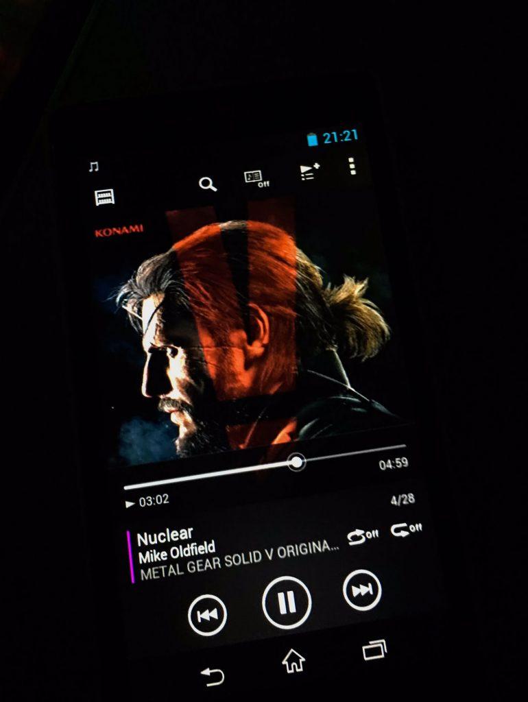 « Étant donné que je n'arrive pas à dormir dans l'avion, j'écoute Quiet's Theme → Here's to you → Not Your Kind Of People → Nuclear. J'en ai les larmes aux yeux. » - Hideo Kojima, le 17 octobre 2016