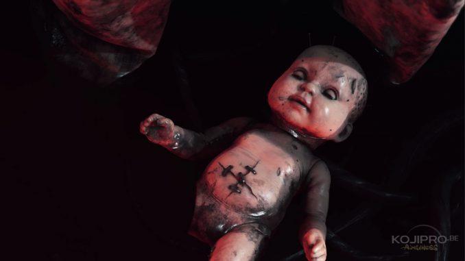 La poupée porte les mêmes cicatrices que Norman Reedus dans le premier teaser.