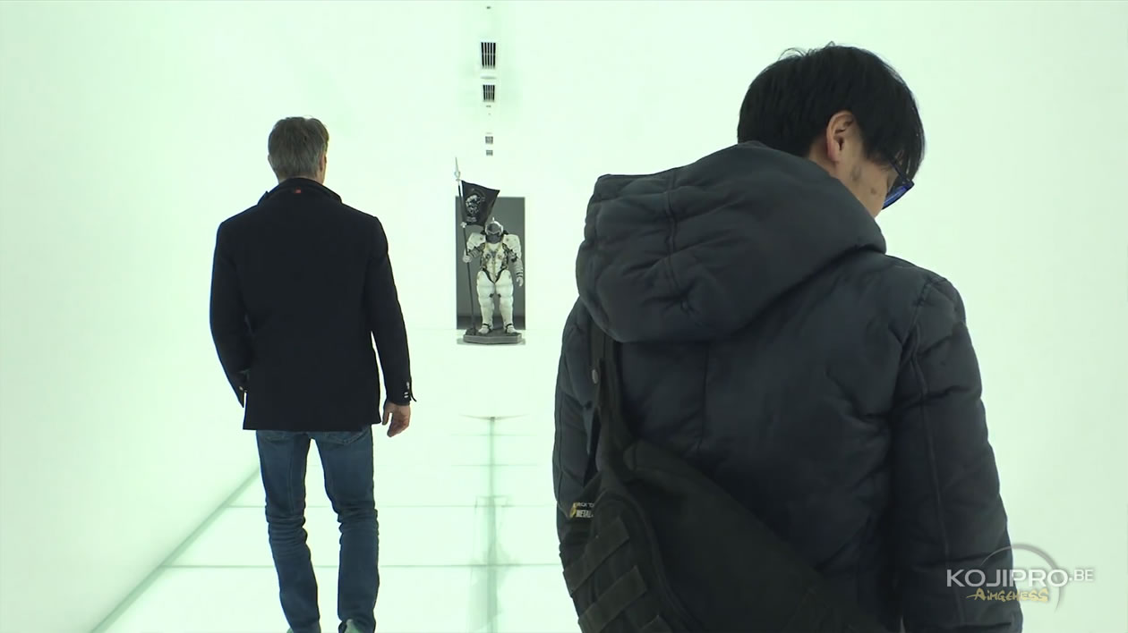 Mads Mikkelsen, Ludens et Hideo Kojima, dans le couloir d'entrée de Kojima Productions – Janvier 2017