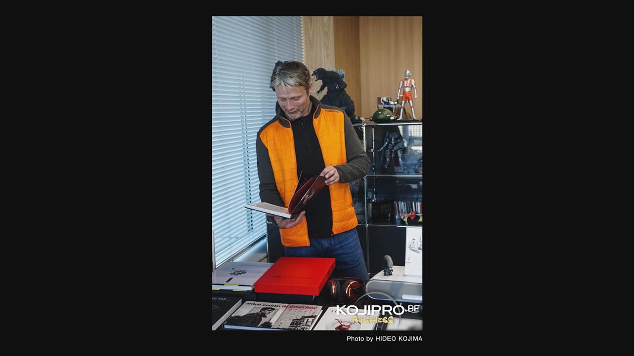 Mads Mikkelsen dans le bureau de Hideo Kojima – Janvier 2017