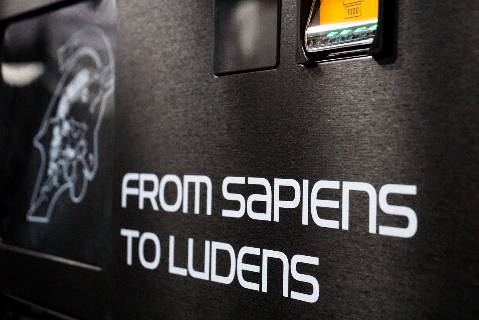 Distributeur de boissons Ludens chez Kojima Productions, le 30 mai 2017