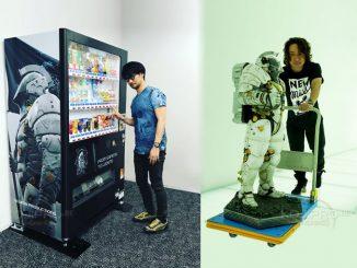 Hideo Kojima devant le distributeur Ludens, le 30 mai 2017 et Yoji Shinkawa poussant Ludens, le 29 mai 2017
