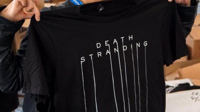 Ayako Terashima tenant un t-shirt de Death Stranding, le 12 juin 2017