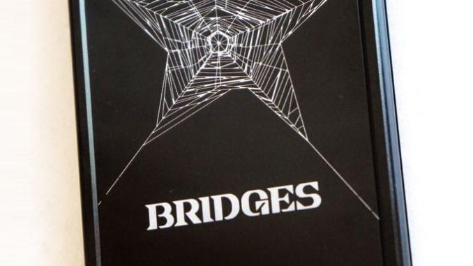 Coques de téléphone Death Stranding « Bridges » en vente à l'E3 2017, le 12 juin 2017