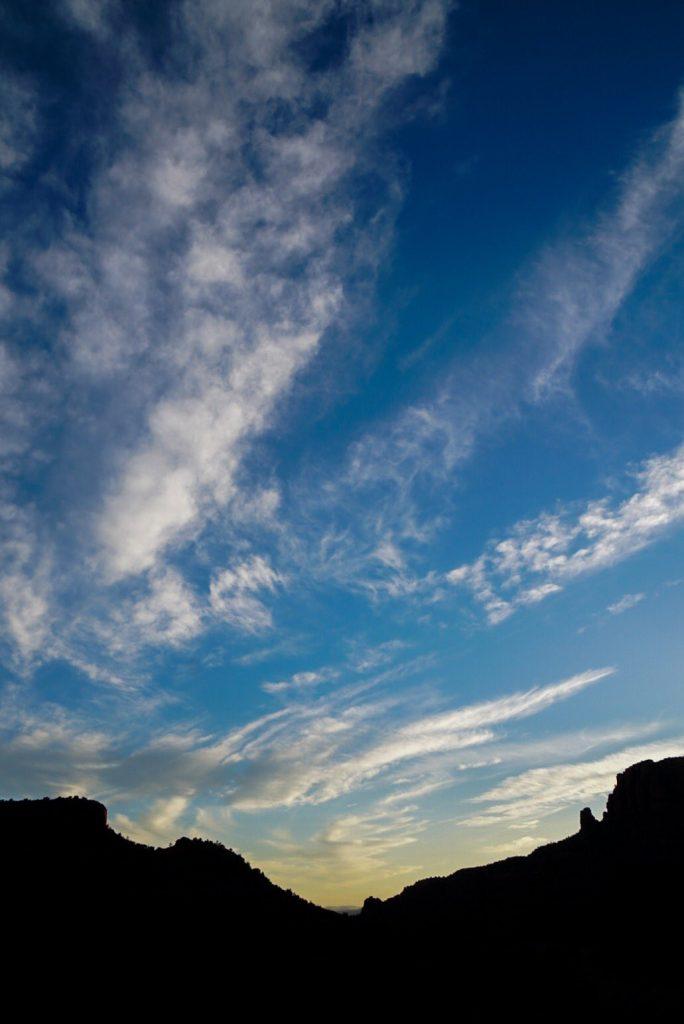 Hideo Kojima « en investigación » dans un paysage désertique, le 11 juin 2017