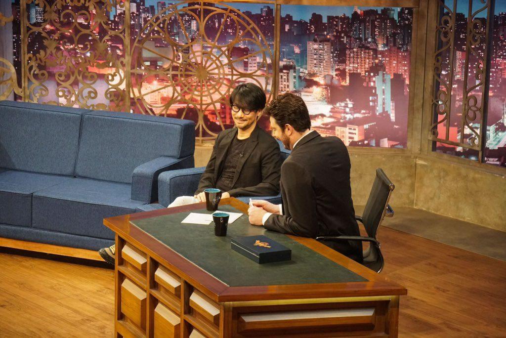 Hideo Kojima est l'invité du talk-show brésilien « The Noite com Danilo Gentili » sur la chaîne de télévision « SBT », le 11 octobre 2017