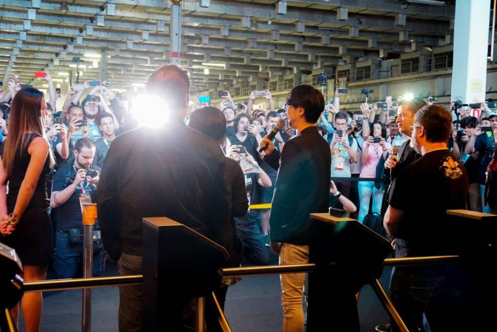 Marcelo Tavares, Hideo Kojima et Phil Spencer fêtent l'ouverture du Brasil Game Show, le 11 octobre 2017