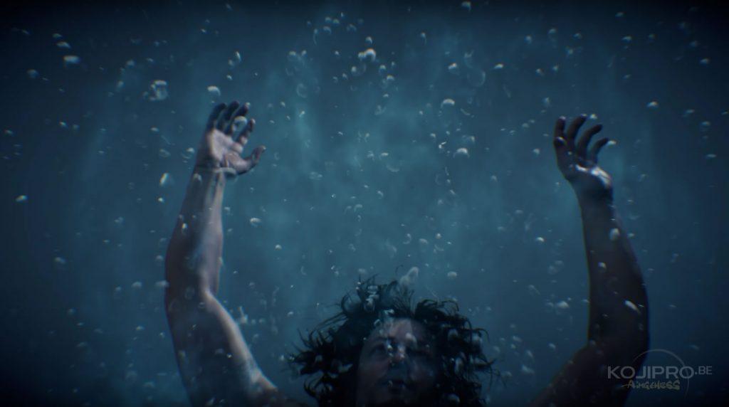 Sam reprend conscience dans une eau transparente.