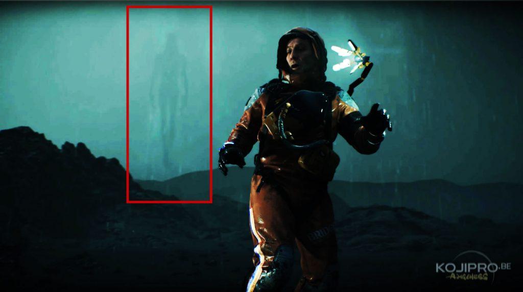 La troisième silhouette volante apparaît derrière le « troisième homme ».